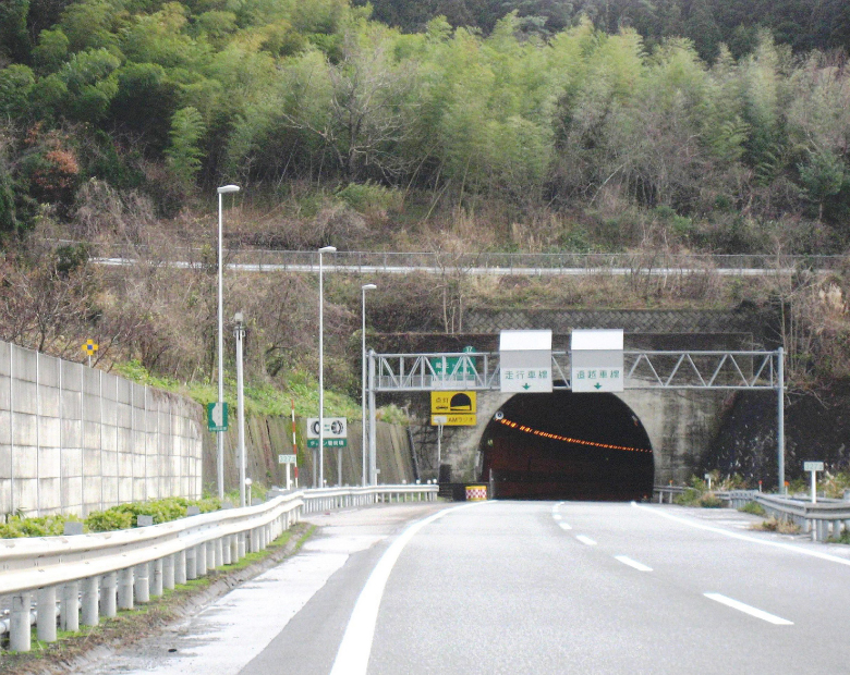Hokuriku Expressway Oyashirazu-Kakizaki Route Lighting Facilities Upgrade